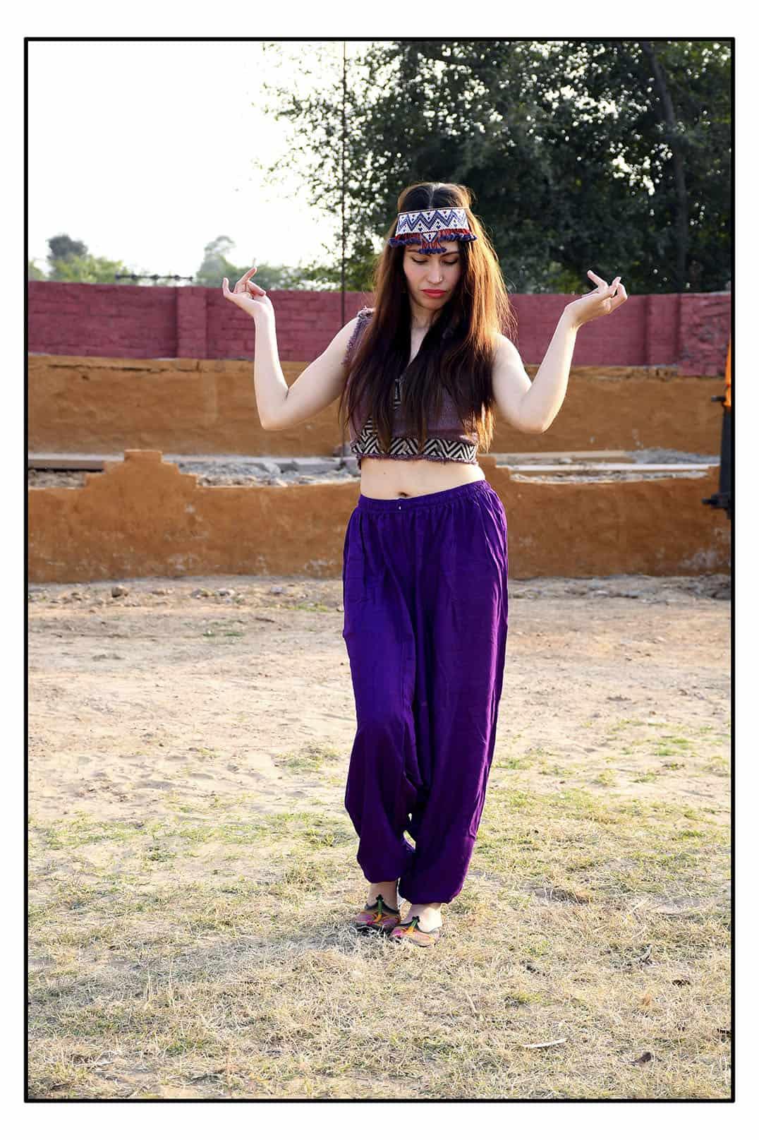violetit-haaremihousut-taskuilla